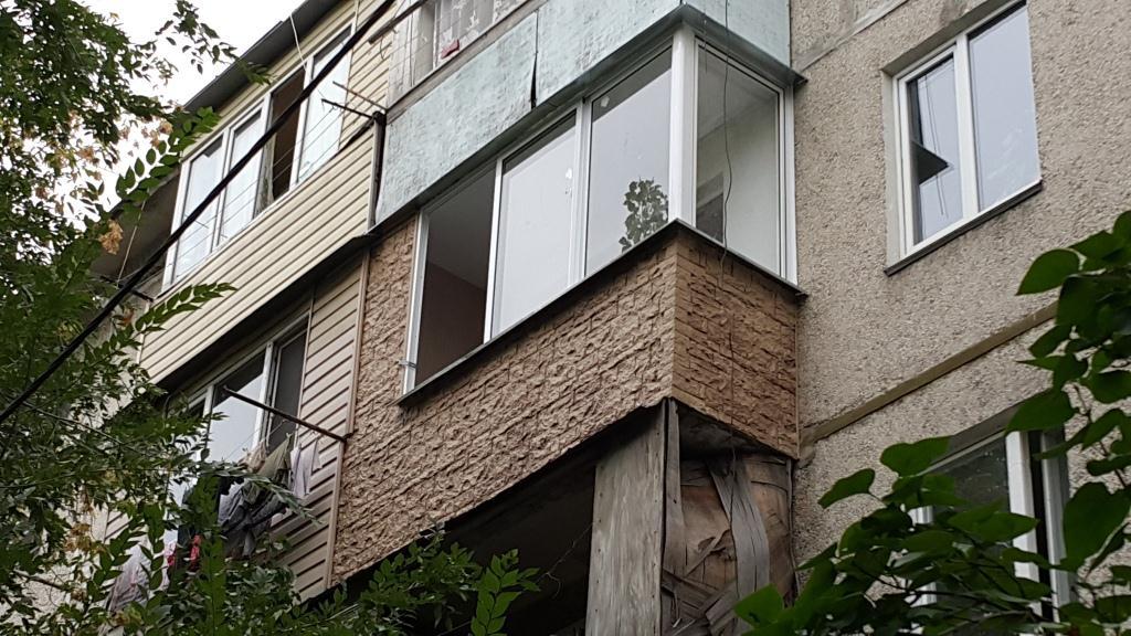 Остекление балкона с обшивкой